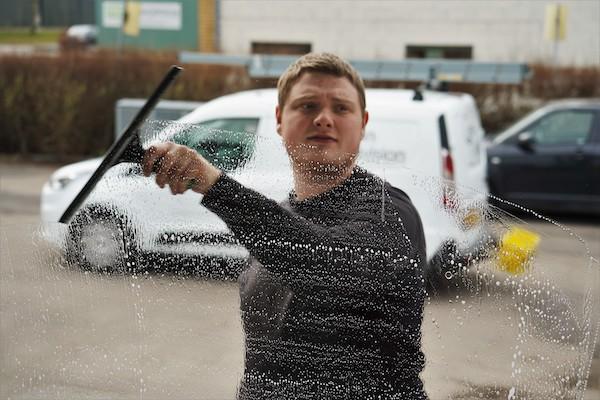 Få tilbud på pudsning af dine vinduer